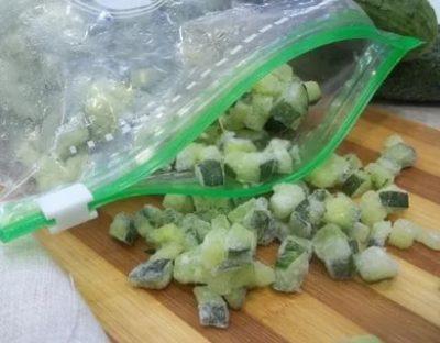 Как сохранить свежие огурцы в морозилке