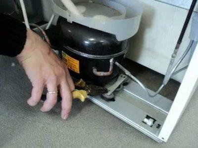 Почему холодильник не работает не гудит