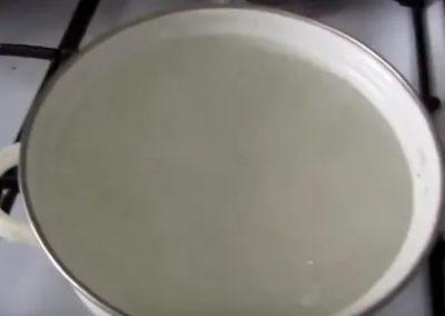 Как быстро разморозить молоко из морозилки