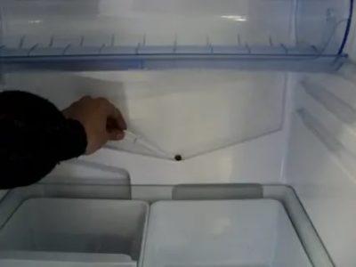 Почему из морозилки течет вода