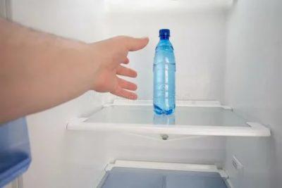 Почему в холодильнике вода на полках