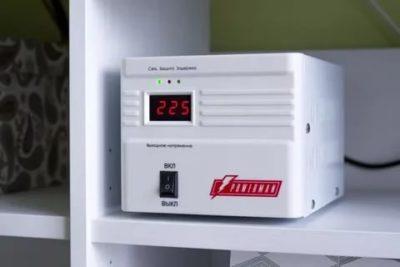 Можно ли ставить стабилизатор на холодильник
