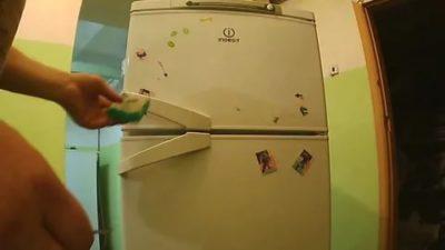 Как снять наклейку с холодильника LG