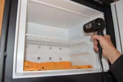 Можно ли размораживать холодильник с помощью фена