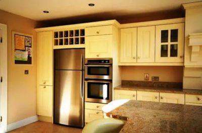Можно ли встроить отдельно стоящий холодильник