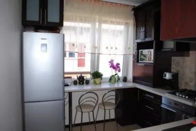 Можно ли ставить холодильник рядом с окном