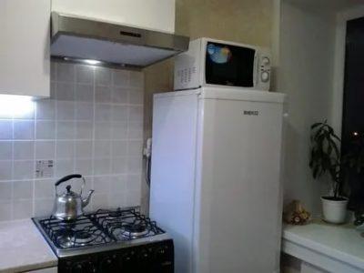 Можно ли ставить холодильник рядом с микроволновкой