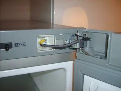 Как перевесить дверь на холодильнике Beko
