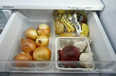 Как хранить лук в морозильной камере