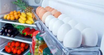 Как правильно поставить яйца в холодильнике