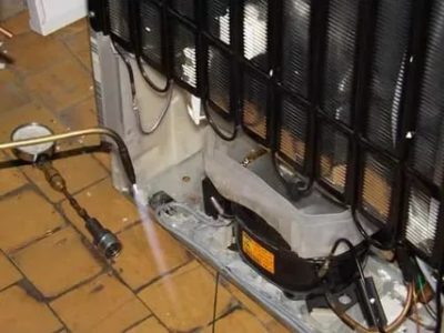 Как называется решетка сзади холодильника