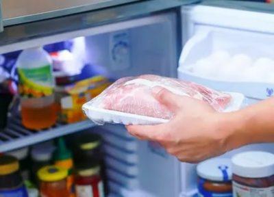 Как разморозить мясо в холодильнике